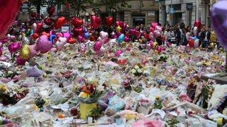 Manchester: une foule pour rendre hommage à la plus jeune victime des attentats