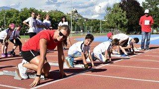 Dafne Schippers , star de l'athlétisme, donne un entraînement aux enfants à Sion