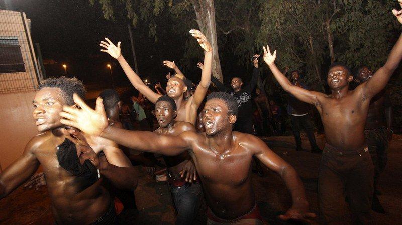 Espagne: près de 200 migrants ont forcé la frontière de l'enclave de Ceuta