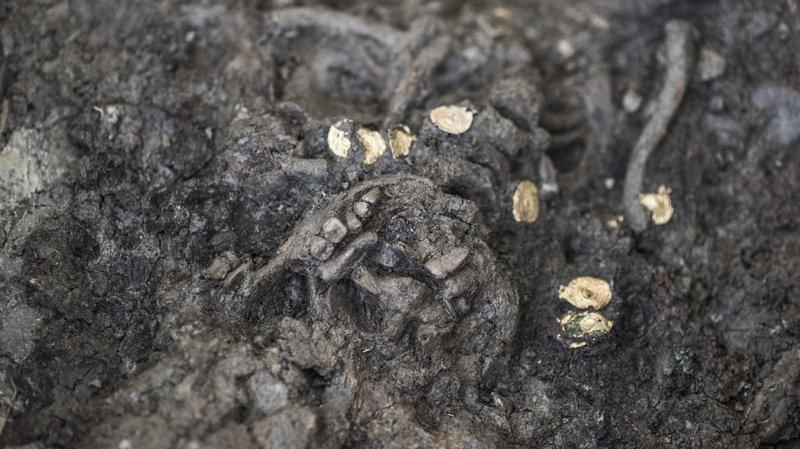 Après un guerrier en avril dernier, c'est une jeune fille enterrée en 600 avant J.-C ornée d'un collier en or qui a été découverte sur le chantier de Don Bosco.