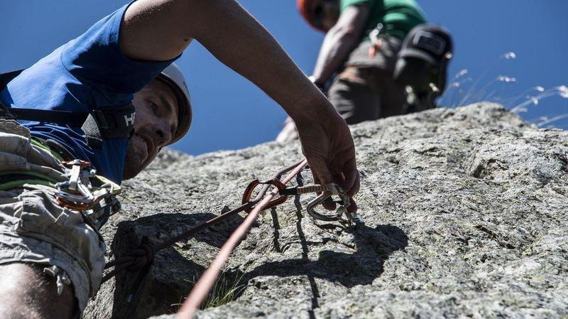 Le secrétaire général de l'Association suisse des guides de montagne Pierre Mathey estime que les activités outdoor sont trop peu contrôlées en Suisse.