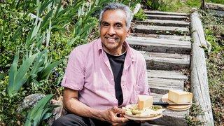 Arrivé du Bangladesh en Valais en 1980, il élève des vaches et cuisine les produits locaux