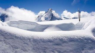 Zermatt: la croix de la Dent d'Hérens tronçonnée