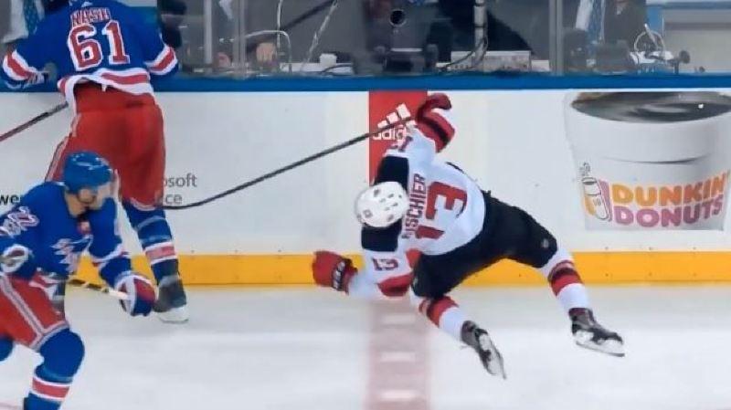 Hockey: le Valaisan Nico Hischier a été victime d'un coup de coude