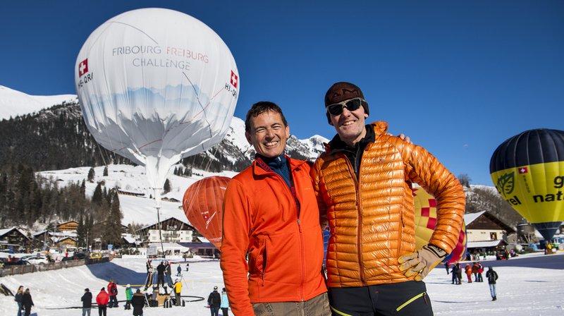 Laurent Sciboz et Nicolas Tièche, qui forment l'équipe Fribourg Challenge, ont participé en janvier à la 39e Semaine Internationale des Montgolfières à Château-d'Oex.