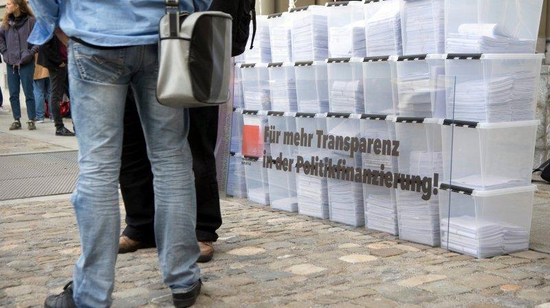 Les initiants veulent plus de transparence dans le financement des partis. D'où ces caisses translucides...