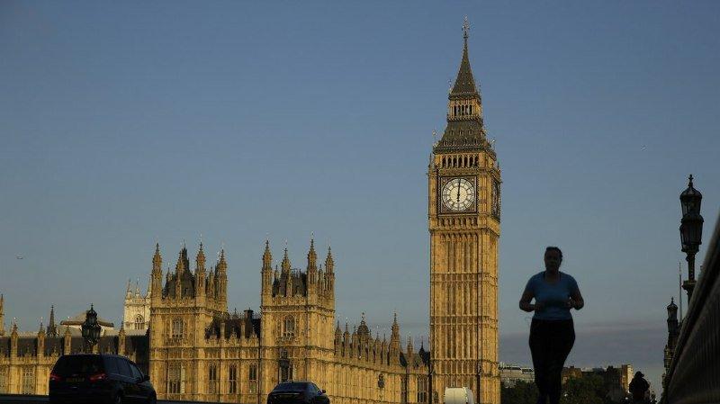 Harcèlement sexuel en Grande-Bretagne: un ministre régional mis en cause dans le scandale retrouvé mort