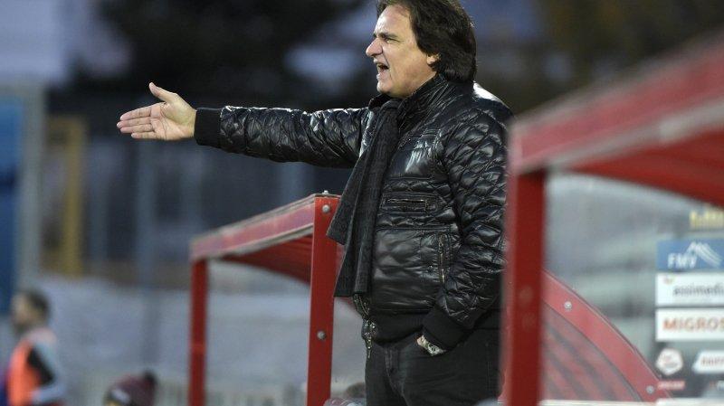 Christian Constantin vit intensément les rencontres du FC Sion et n'hésite pas à venir sur le bord de la pelouse.
