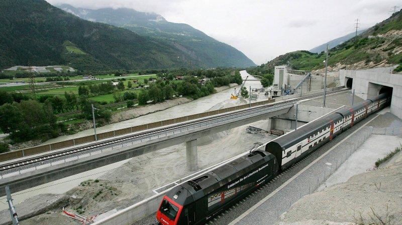 L'extension du tunnel du Lötschberg (ici le portail sud) ne figure pas au programme d'aménagement 2030-2035 mis en consultation par le Conseil fédéral fin septembre.