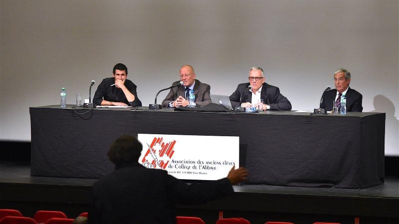 Gaëtan Vannay, Roger De Weck, le médiateur Guy Mettan et Daniel Warner étaient au Théâtre du Martolet samedi.