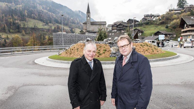 Le président du Gouvernement valaisan Jacques Melly et le président de Troistorrents Fabrice Donnet-Monay posent pour la photo souvenir.