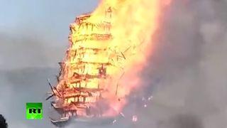 Une pagode chinoise de 16 étages réduite en cendres par un terrible incendie