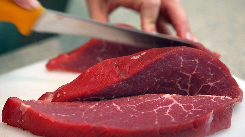 Alimentation: la viande crue peut être dangereuse pour les chiens et les chats