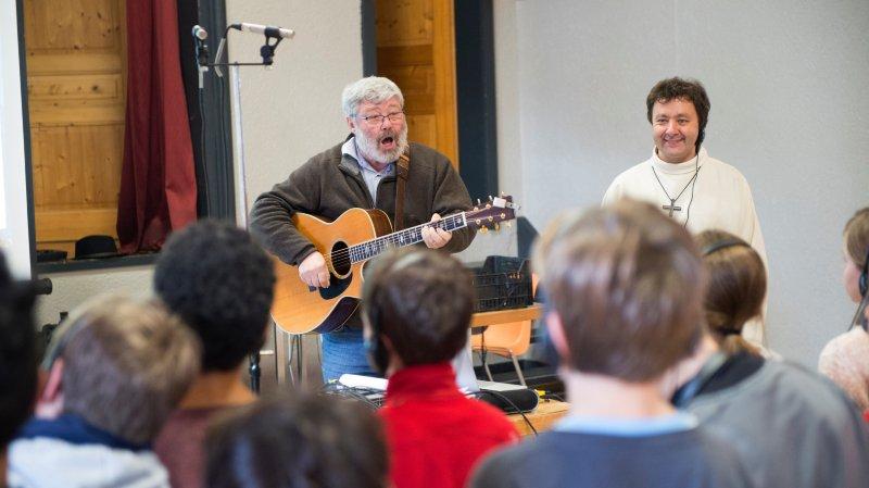 Les élèves ont enregistré leur chant sous la conduite de Théo Mertens (au centre) et de José Mittaz.