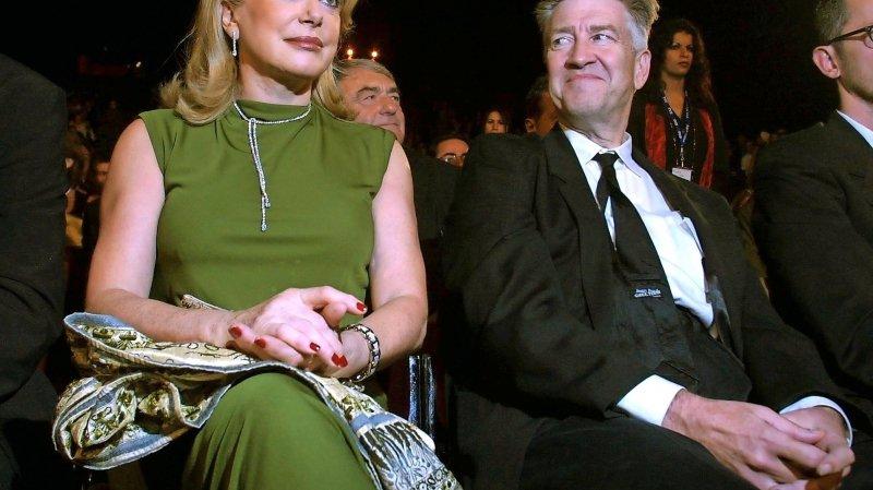 Catherine Deneuve (à côté de David Lynch) a signé la tribune du «Monde».