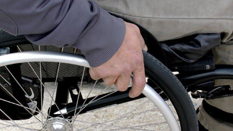 Thurgovie: un homme de 72 ans en fauteuil roulant chute dans le lac de Constance