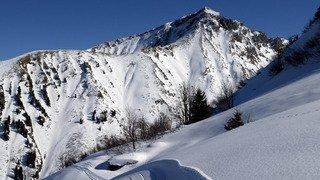 Gstaad: un alpiniste meurt après avoir été emporté par une avalanche