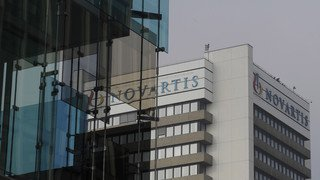 Athènes: des activistes saccagent l'entrée des bureaux de Novartis