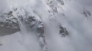 Impressionnant minage d'une avalanche ce dimanche