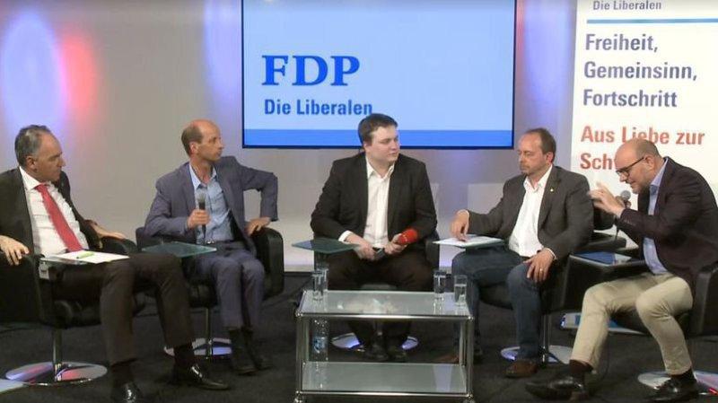 Waldemar Schön (tout à droite), lors du débat à RRO.