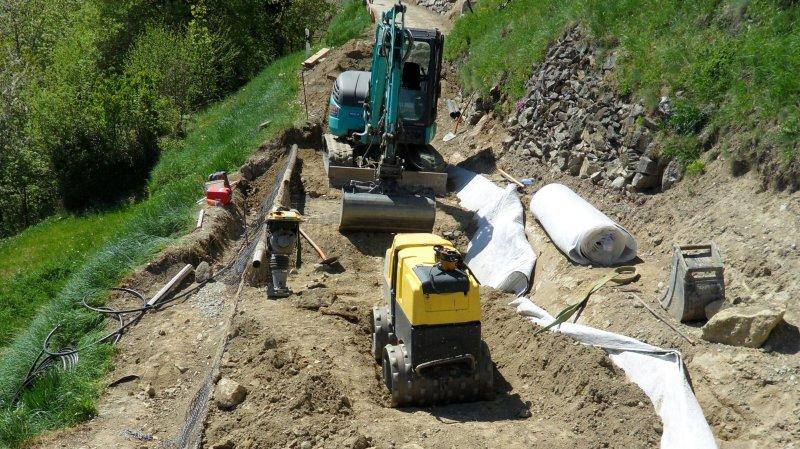 Les travaux de remise en état de la route, coupée à plusieurs endroits par des glissements de terrain entre Buitonne et Chiboz, sont en cours. Ils dureront jusqu'à la fin du mois de juillet.