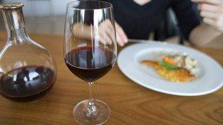 La consommation de vin, surtout rouge, continue de baisser en Suisse