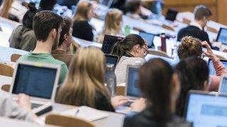 Formation: les femmes, les Suisses et les milieux éduqués réussissent mieux leurs études