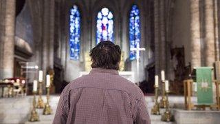 Pédophilie au sein de l'église: deux victimes valaisannes obtiennent une indemnisation