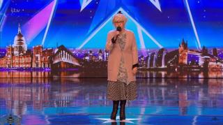 """""""Britain's Got Talent"""": une retraitée surprend tout le monde avec sa reprise d'AC/DC"""
