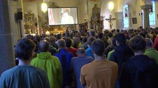 PdG 2018: briefing du commandant à l'église de Zermatt, les patrouilleurs nous expliquent pourquoi ce moment est si particulier