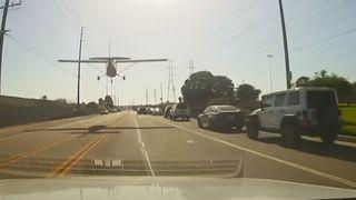 Californie: il pose son avion en urgence sur une route fréquentée