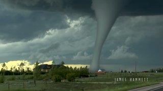Une énorme tornade filmée au Wyoming