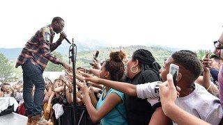 Sion sous les étoiles: le rap gangsta de Niska, Dadju et Kalash surexcite les ados à Tourbillon