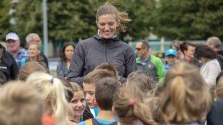 La championne d'Europe Lea Sprunger en visite à Vétroz