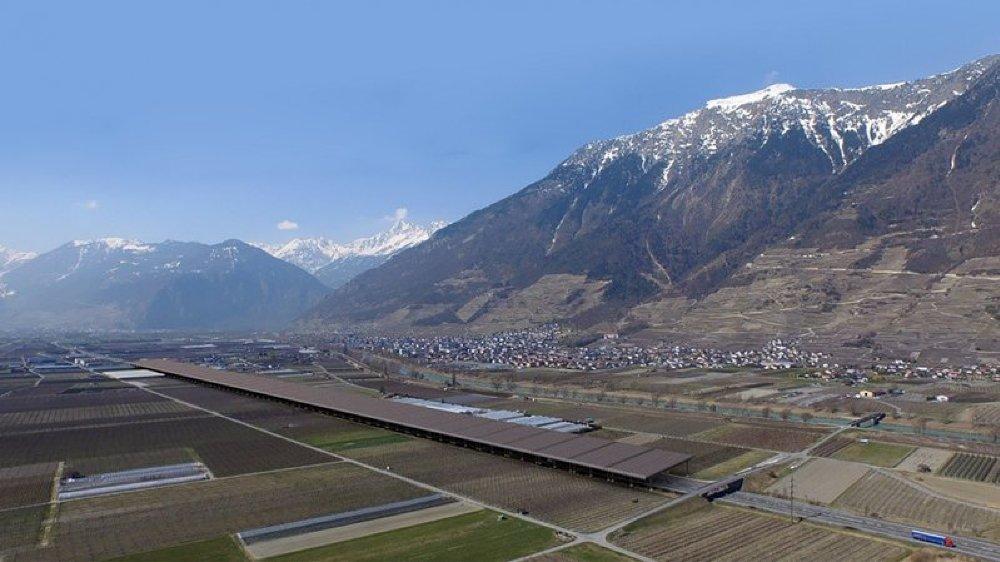 L'autoroute solaire de Fully a obtenu l'aval de l'OFROU, qui attend toutefois que le canton du Valais se prononce sur le projet.