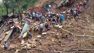 Aux Philippines, les équipes de secours recherchent les disparus