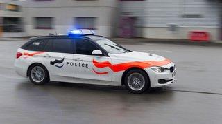 Fribourg: Mort mystérieuse d'un homme retrouvé dans un parking à Cottens
