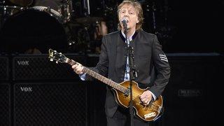 L'ancien bassiste des Beatles Paul McCartney se retrouve à nouveau en tête des ventes, 36 ans après