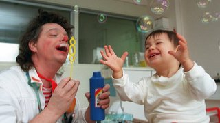 Enfants hospitalisés: 25 ans que les clowns de Théodora font rire les petits patients