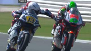 Moto: à près de 200 km/h, Romano Fenati appuie sur le frein de Stefano Manzi