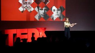 Le récit inspirant de la comédienne valaisanne Noémie Schmidt a ému le public du TEDx Martigny