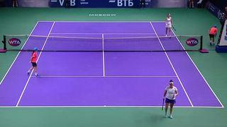Tennis: trop concentrée, cette joueuse ne se rend pas compte qu'elle a gagné
