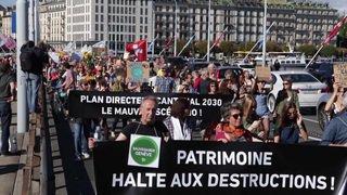 Des centaines de personnes à la Marche pour le climat à Genève