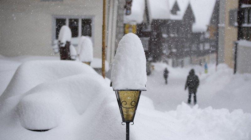 Météo: fortes chutes de neige dans les Alpes, vent tempétueux et danger d'avalanche