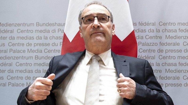 Le ministre de l'économie Guy Parmelin et le ministre anglais du commerce extérieur, Liam Fox, ont signé lundi à Berne un accord bilatéral sur le commerce. (archives)