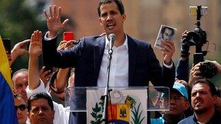 Juan Guaido  s'autoproclame président