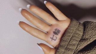 Ratage: le tatouage de la chanteuse Ariana Grande, vegan, signifie «barbecue» en japonais