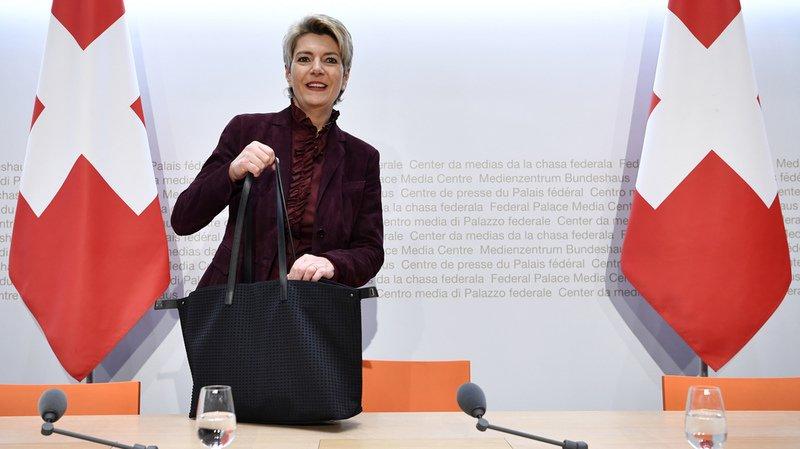 """La conseillère fédérale Karin Keller-Sutter a rappelé jeudi que, si le peuple dit """"non"""" à la loi révisée sur les armes le 19 mai, la coopération Schengen/Dublin prendra fin automatiquement."""