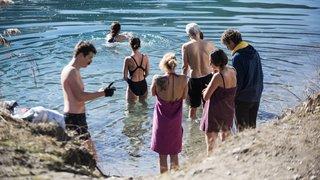 Sion: tous les jeudis, ils se baignent dans les eaux glacées des Iles