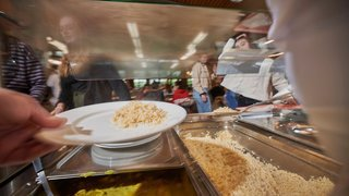 Climat: l'empreinte carbone des étudiants se joue surtout à midi, dans leur assiette